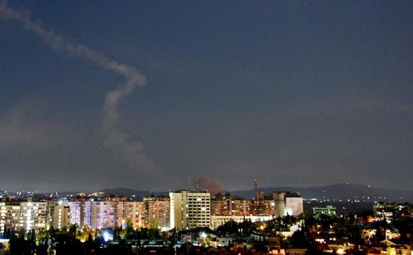 Израиль Сири рүү хоёр удаагаа пуужин харвалаа