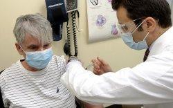 Германы эмч нар вакцинжуулалтын ажлаас гарч эхэллээ