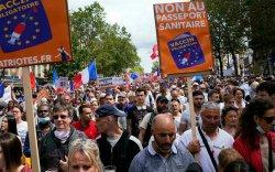 Францчууд вакцины паспортыг эсэргүүцэн жагсав