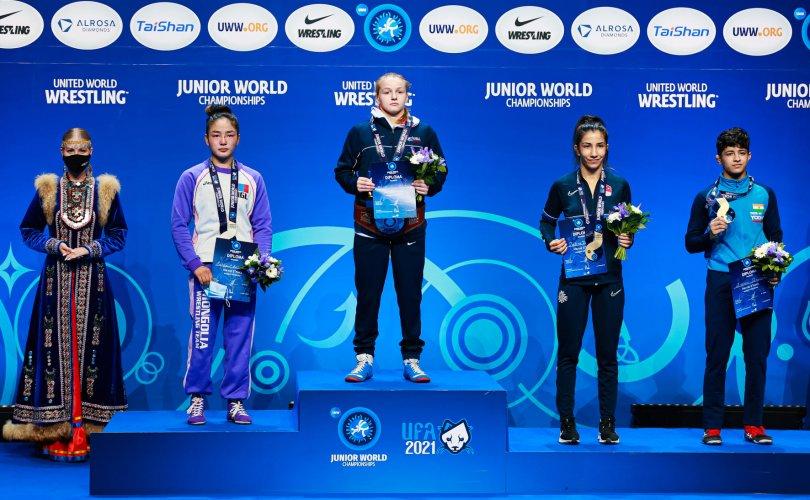 Чөлөөт бөхийн охид ДАШТ-ээс хоёр медаль хүртлээ
