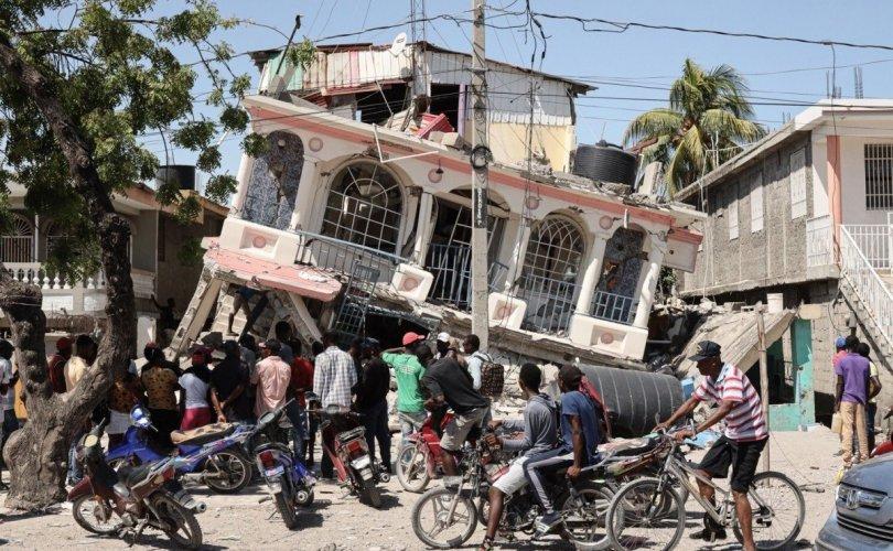 Гаитид 7.2 магнитудын хүчтэй газар хөдөлж, 1294 хүн амиа алдлаа
