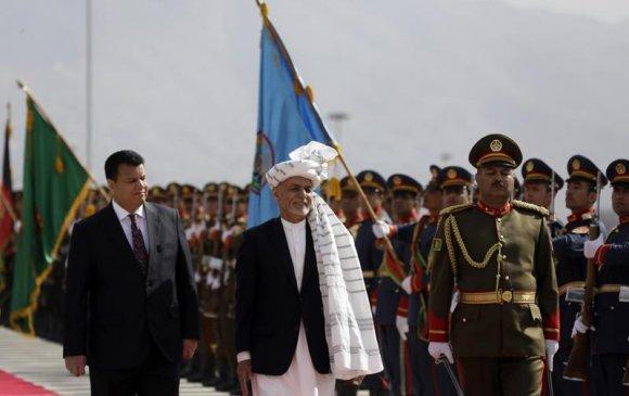 Афганистаны ерөнхийлөгч дөрвөн машин мөнгөтэй зугтаажээ