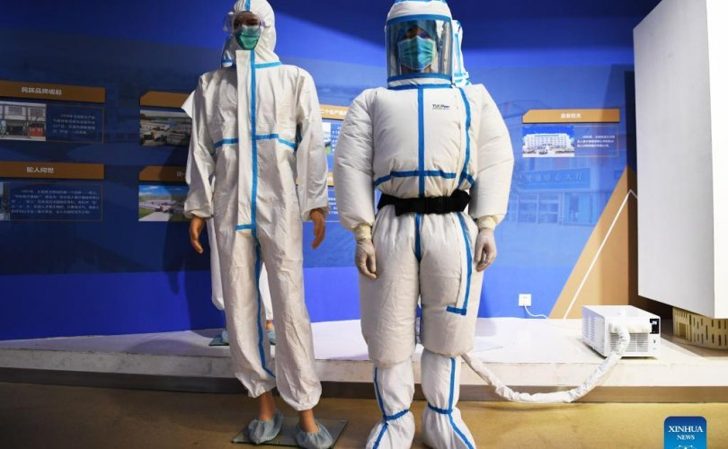 Хятадад агааржуулагчтай хамгаалалтын хувцас бүтээлээ