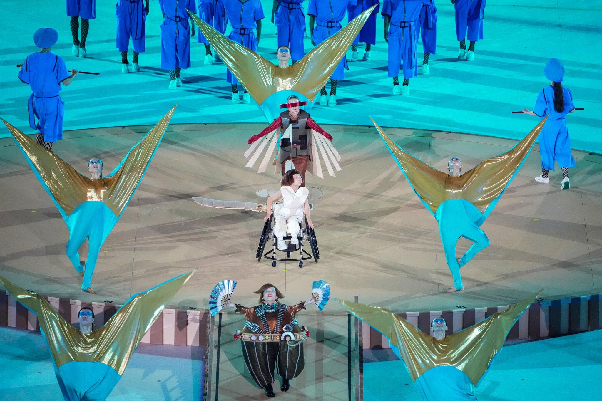 24paralympic-briefing-photo-performances2-superJumbo