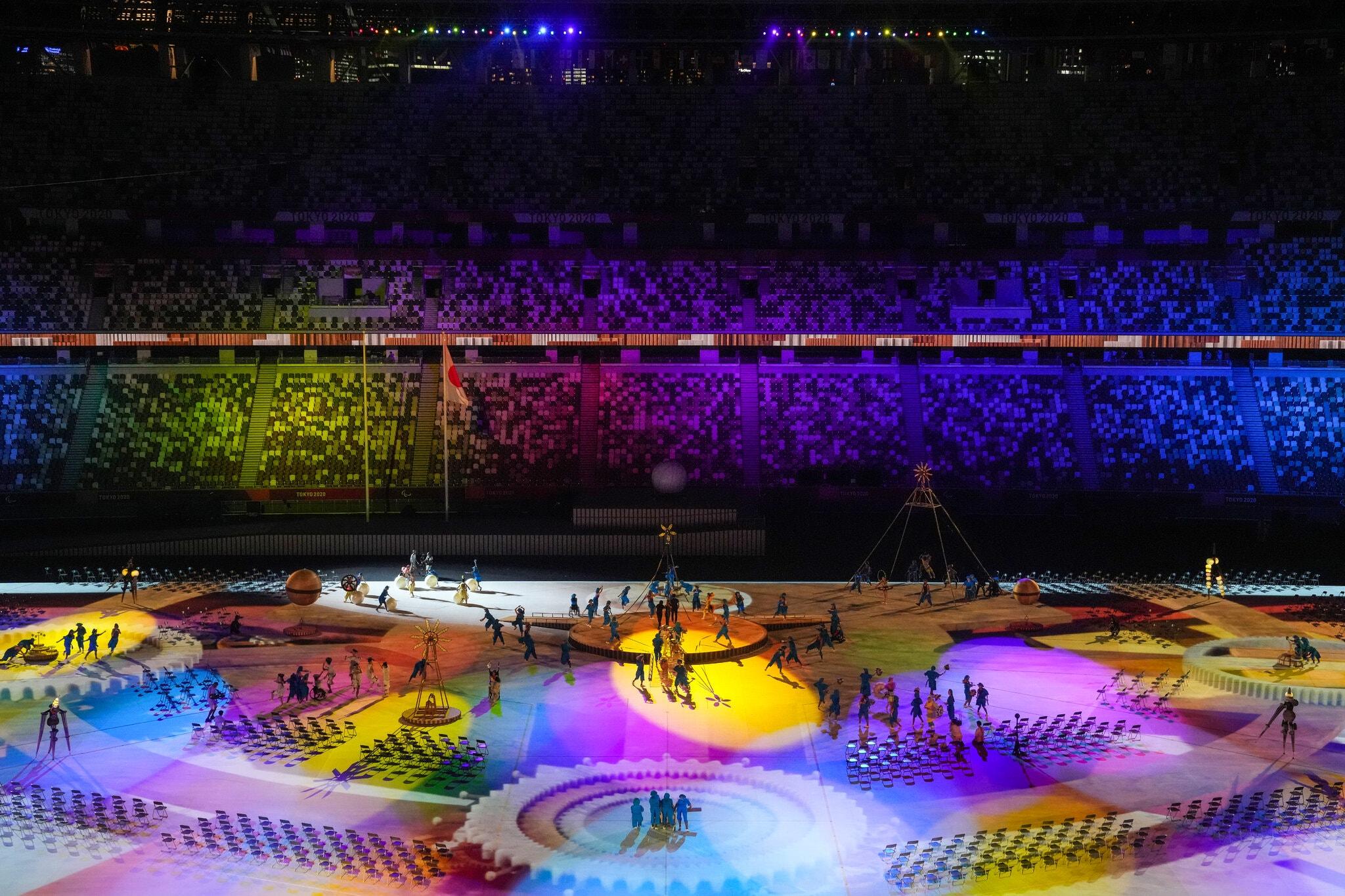 24paralympic-briefing-photo-performances4-superJumbo