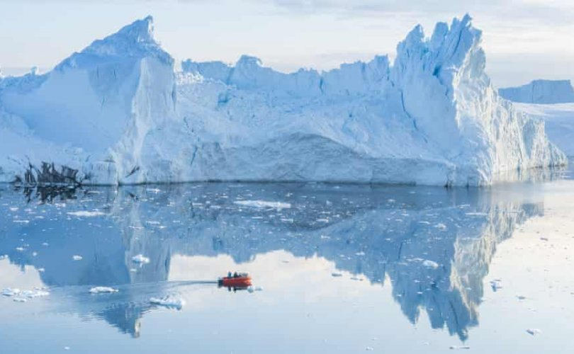 Гринландад анх удаа бороо орлоо