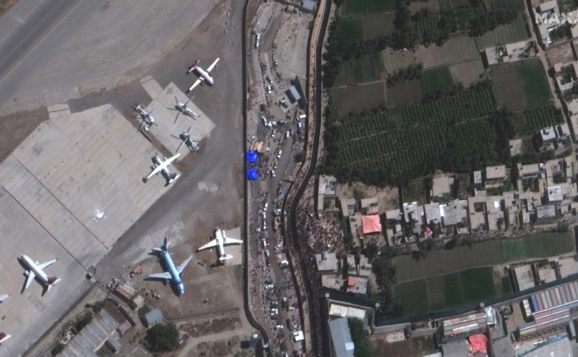 Исламын улс бүлэглэл Кабулын онгоцны буудлыг дэлбэлэв