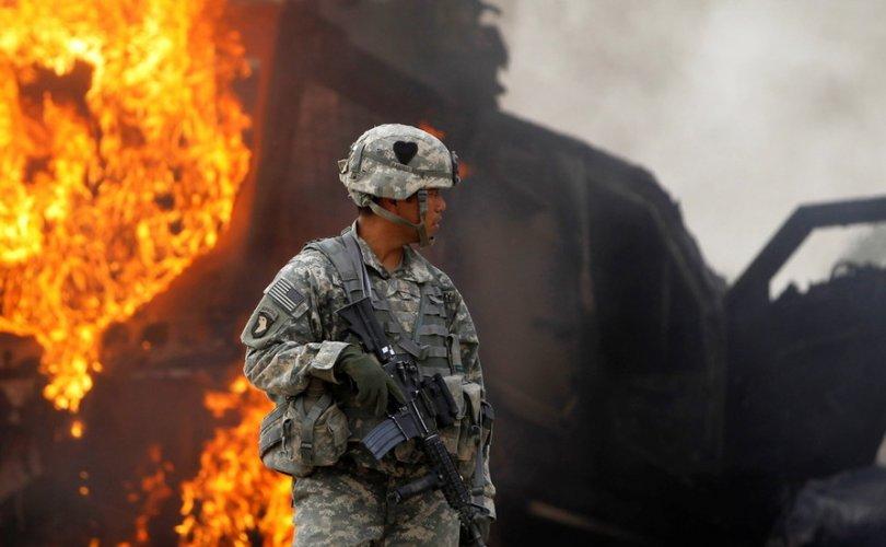 Америк цэргүүд зэвсгүүдээ дэлбэлэн устгаж байна