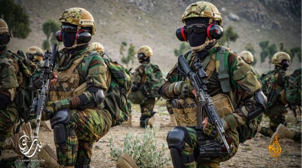 Video-Cac-tay-sung-Taliban-duoc-trang-bi-tan-rang-theo-kieu-quan-doi-My-taliban-3-1627610319-320-width620height346