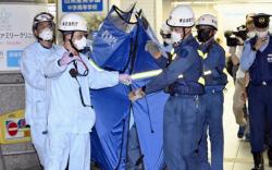 Токиогийн галт тэргэнд хутгатай этгээд 10 хүн гэмтээжээ