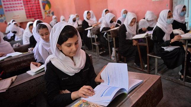 Талибан охид, хөвгүүдийг нэг танхимд хичээллэхийг зөвшөөрөхгүй