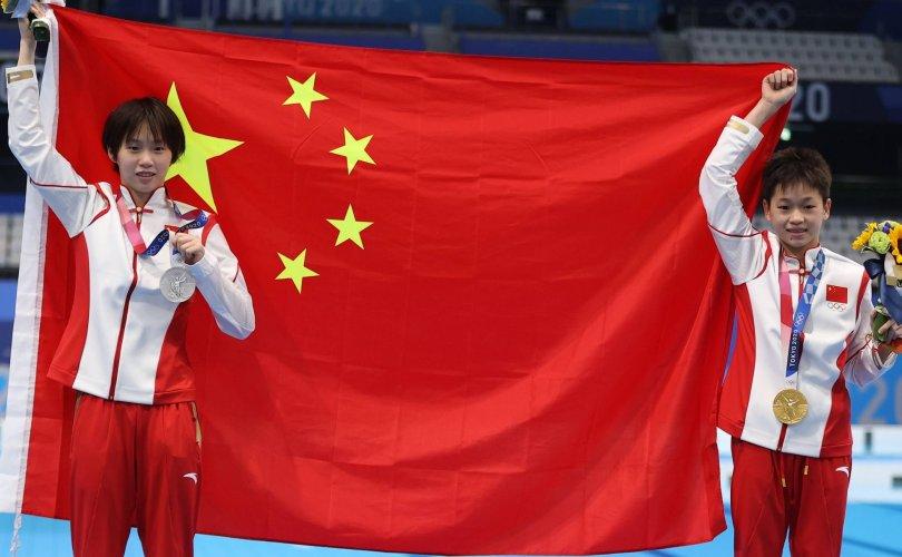 Хятадын 14, 15 настай охид алт, мөнгөн медаль хүртэв
