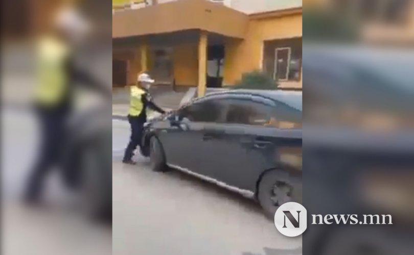 Цагдааг мөргөж зугтсан жолоочийг шалгаж байна