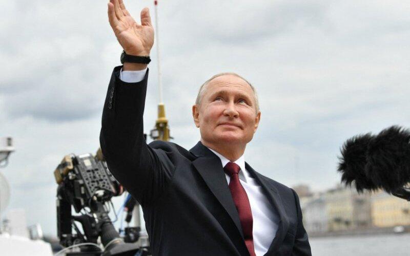 Путин хууль хүчнийхэндээ мөнгөн урамшуулал олгов