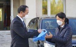 Эрүүл мэндийн тусламж, үйлчилгээнд ашиглах автомашинуудыг гардууллаа