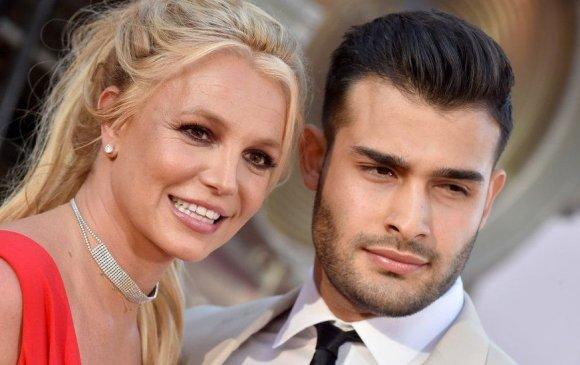 Бритни Спирс жүжигчин Сэм Асгаритай сүй тавилаа