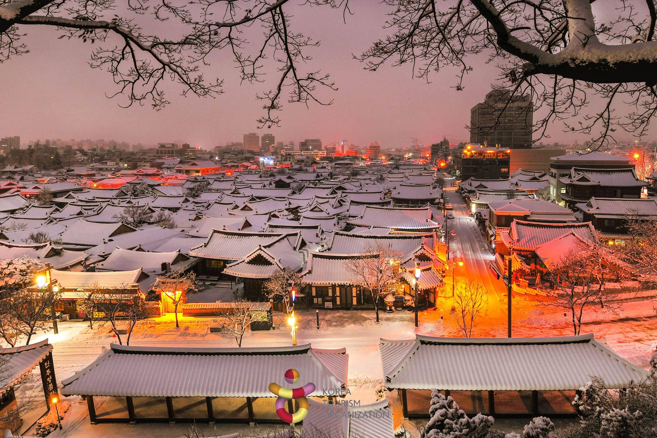 3820147201900019k_Hanok Village in Winter Dawn