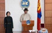 Монгол Улсын хуулийн уг эх дээр Төрийн тамга дарлаа