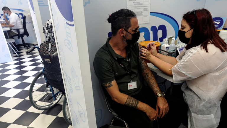 Израиль вакцины дөрөвдүгээр тунд бэлдэж байна