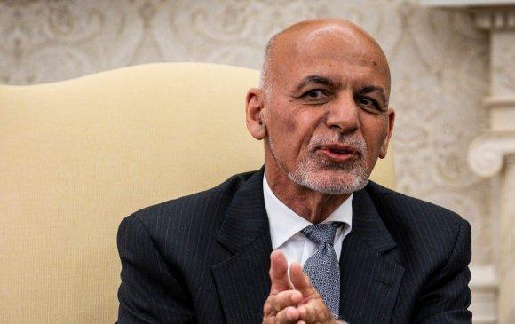 Афганистанаас АНУ-д суугаа ЭСЯ Ашраф Ганиг урвагч хэмээн үзжээ