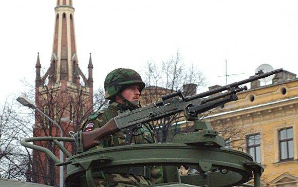 Латвийн нийслэлд цэргүүд гал нээж, иргэдээ айлгав