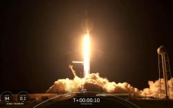 """""""Space X"""" анхны жуулчны хөлгөө амжилттай хөөргөлөө"""