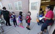АНУ-ын бага сургуульд маск тайлахгүйгээр хоол идэхийг журамлажээ