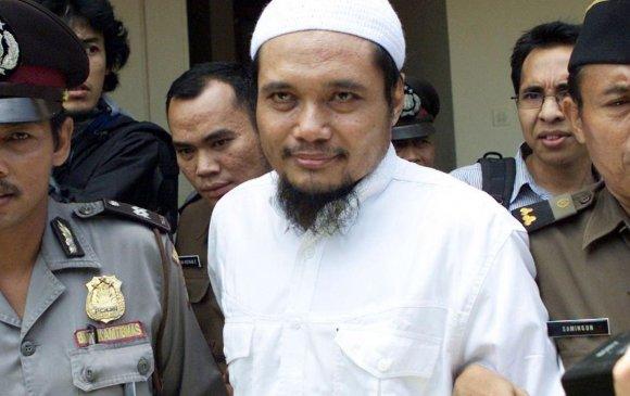 Индонезид Аль-Каидатай холбоотой бүлэглэлийн удирдагчийг баривчиллаа