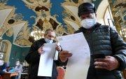 Сөрөг хүчнийхнийг хориглосон Оросын сонгууль үргэлжилж байна