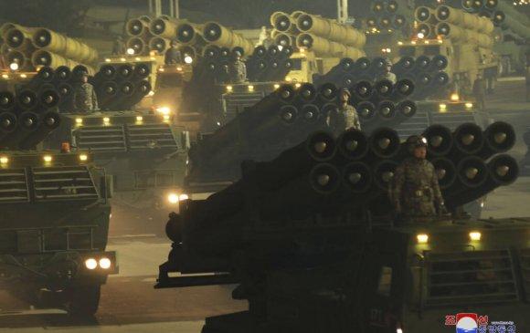 Хойд Солонгос гурав дахь удаагаа цэргийн парад хийлээ