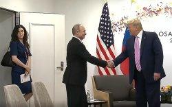 """Путин Трампыг сатааруулах """"сайхан"""" орчуулагч дагуулж очиж байжээ"""