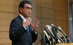 Ёшихидэ Сүгаг Японы вакцины сайд залгамжлах уу?