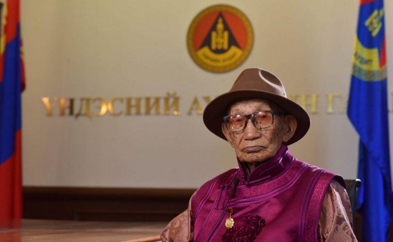 100 настай Ч.Намдаг гуайг хүлээн авч, хүндэтгэл үзүүллээ