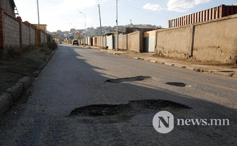 Сурвалжлага: Хотын захад бүтэн зам алга