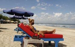 Бали арал энэ сарын 14-нд жуулчдыг хүлээж авна