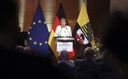 Германчуудыг ардчиллын төлөө тэмцсээр байхыг уриаллаа