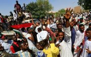 Суданы ард түмэн хунтын дэглэмд шилжихийг шаардан жагсав