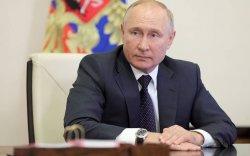 Путин жил бүрийн сүүлээр хийдэг хэвлэлийн хурлаа товложээ