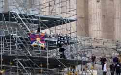 Бээжин олимпийн бамбараа авах үед афинчууд эсэргүүцэв