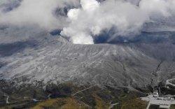 Японд галт уул дэлбэрч, түгшүүр зарлажээ