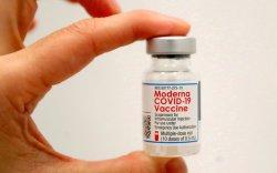 """АНУ """"Moderna"""" вакцины дархлаа сэргээх тунг зөвшөөрөв"""