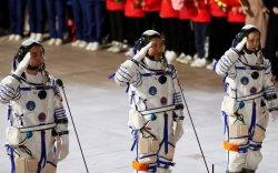"""Хятадын """"Шенжөү-13"""" хөлөг сансрын станцад амжилттай холбогдлоо"""