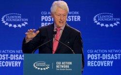 Билл Клинтон халдварын улмаас эмнэлэгт хэвтжээ