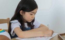 Охин нь тооны хичээлээ хийж чадаагүйд бухимдсан аав шоронд орохыг хүсчээ