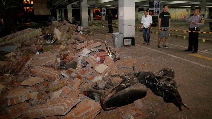 Ломбок аралд газар хөдөлж, 82 хүн амиа алдав