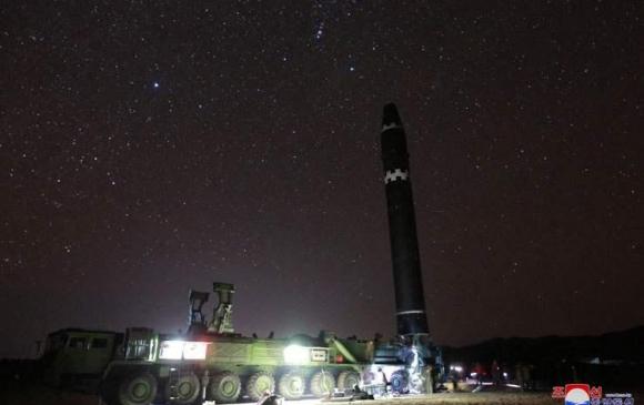 """БНАСАУ """"Хвасон-15"""" пуужингийн зургийг нийтэлжээ"""