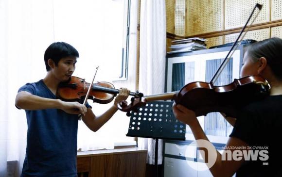 Хөгжмийн 5 сургуулийн төгсөгч, хийлч Д.Галбадрах