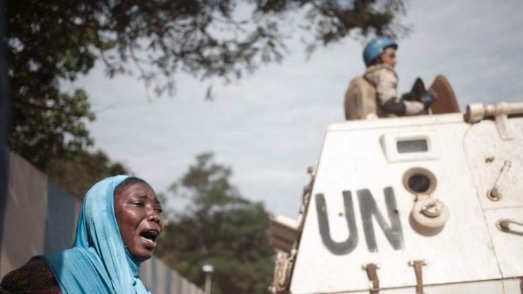 НҮБ-ын байрны үүдэнд 17 хүний цогцсыг байрлуулжээ
