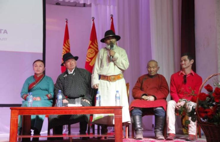 Ерөнхийлөгч Төв аймгийн иргэдтэй уулзлаа