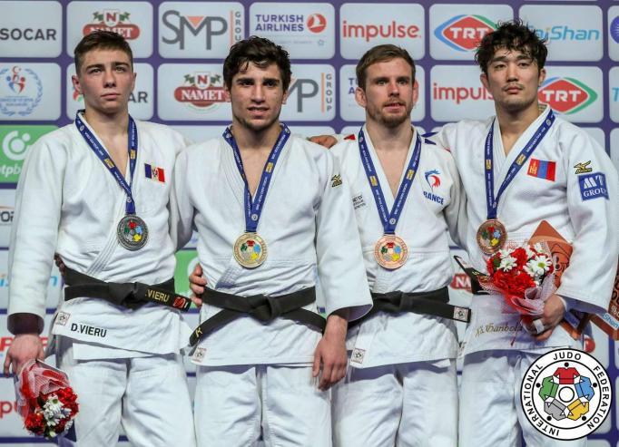 Туркийн тэмцээнээс хоёр хүрэл медаль хүртээд байна